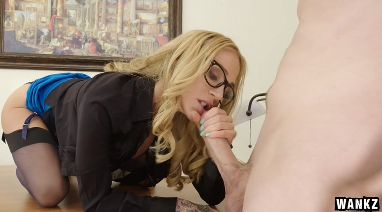 Mature boss wants to fuck a young guy in the office